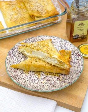 Feuilleté grec à la feta, miel et graines de sésame