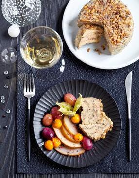 Terrine de foie gras aux noisettes, fruits poêlés