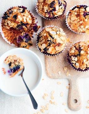 Muffins aux myrtilles, flocons d'avoine et amandes
