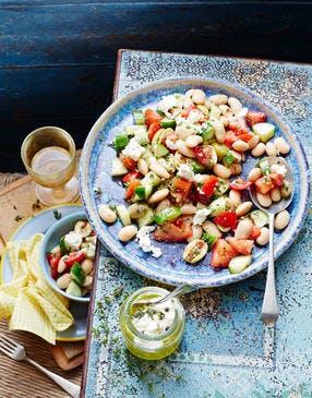 Salade de haricots blancs, tomates, concombre et feta