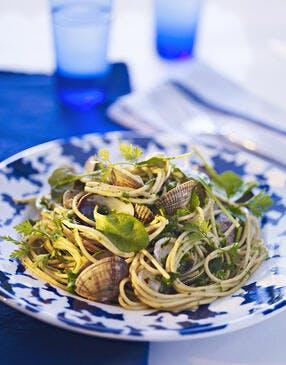 Spaghettis aux palourdes, marinière herbacée