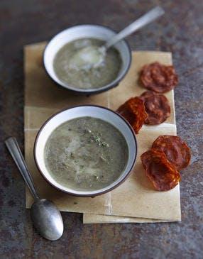 Soupe de lentilles vertes et chips de chorizo