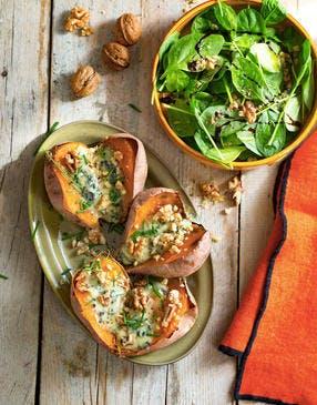 Patates douces rôties au four, au fromage bleu et aux noix