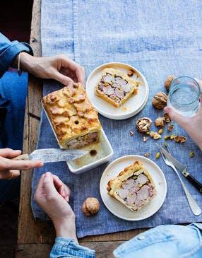 Pâté en croûte aux pistaches et aux noix
