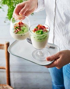 Gaspacho blanc aux amandes, chantilly de petits pois et lard grillé