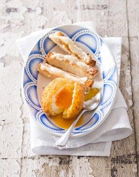Oeufs frits, mouillettes au Reblochon