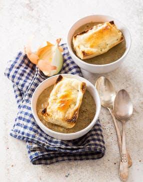 Soupe à l'oignon gratinée au Reblochon