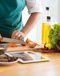 illust mains couteau légumes