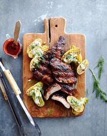 Ribs de porc laqués et grillés, pommes de terre au barbecue
