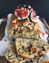 Cake aux pépites de chocolat, Earl Grey et figues fraîches