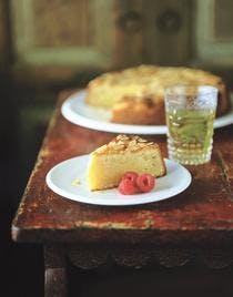 Gâteau à la polenta, amandes et framboises
