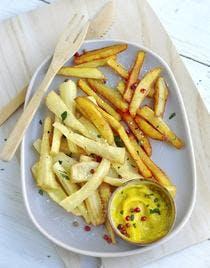 Frites de panais et de pommes de terre, mayonnaise au curry