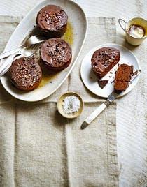 Marquise au chocolat, grué de cacao et fleur de sel