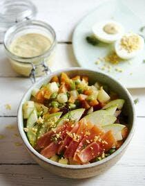 Salade macédoine saumon-pomme, sauce à l'oeuf
