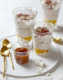 Verrines crousti-fondantes de mangue, meringue et chantilly au cacao