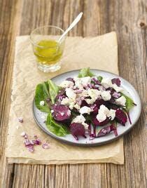 Salade de betteraves tièdes, feta et oignons rouges