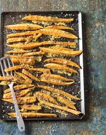 Frites de patates douces gratinées