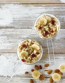 porridge aux flocons d'avoine, amandes, bananes