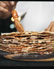 Tableton : mille-feuille argentin de crêpes croustillantes et de couches de dulce de leche