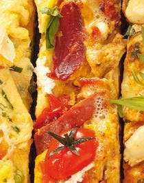 Omelette au serrano et au pesto rouge