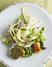 Tagliatelles d'asperges aux petits pois et gnocchis de chou-fleur à l'oseille