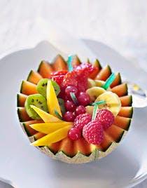 Coupes de melon aux fruits