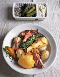 Pot-au-feu de cochon aux légumes oubliés