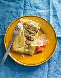 Bricks de filet de mulet de mer au piment d'Espelette et coulis de poivron rouge
