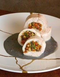 Filets de volaille farcis, sauce beurre « aquitain*» au caviar