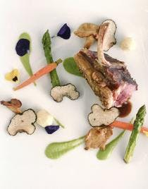 Carré d'agneau rôti aux petits légumes
