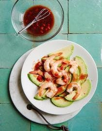 Salade d'avocats aux crevettes, vinaigrette à la fraise