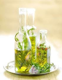 Huile d'olive aromatisée au thym et romarin