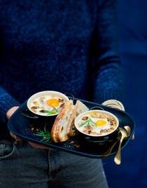 Oeufs cocotte aux morilles et au foie gras
