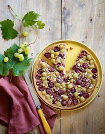 Tarte aux raisins noirs et blancs, crème d'amande