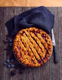 Tourte aux myrtilles, mûres et pommes