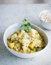 Curry de chou-fleur aux pois chiches et pommes de terre