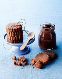 Sablés au cacao et crème au chocolat