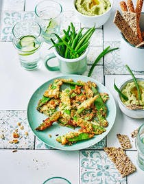 Pois gourmands épicés au panko, houmous de fèves et petits pois au cumin