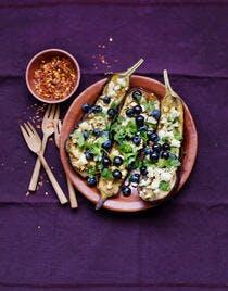 Aubergine confite au four, feta, myrtilles et cassis