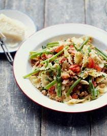 Salade de farfalle aux haricots verts et miettes de thon à l'huile
