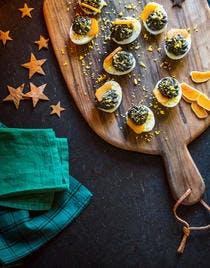 OEufs mimosa à l'encre de seiche et à la poutargue