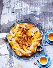 Tarte rustique aux pommes caramélisées au calvados