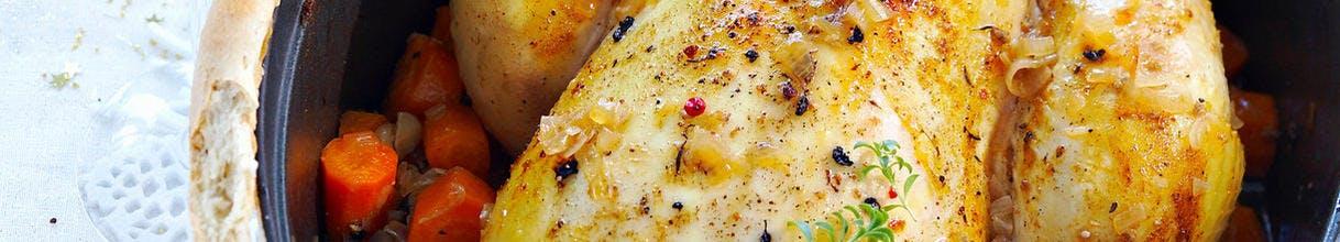 Chapon en cocotte lutée, farci au foie gras et truffé