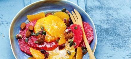 Salade d'agrumes au miel et aux fruits secs