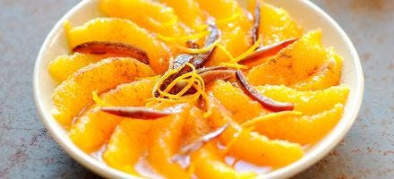 Salade d'orange à la cannelle et lamelles de datte