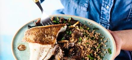 Filets de limande-sole, champignons grillés et taboulé aux herbes