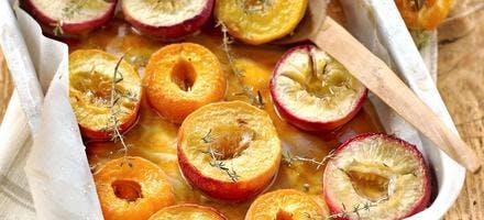Nectarines, pêches et abricots rôtis au thym