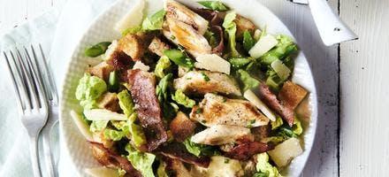 Salade poulet-bacon, sauce caesar ciboulette