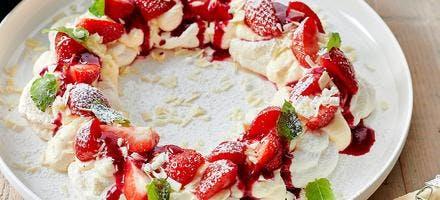 Couronne de pavlova aux fraises