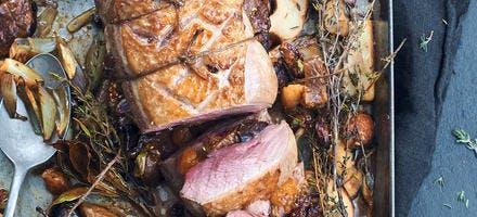 Rôti de magrets de canard farcis aux fruits secs et aux cèpes